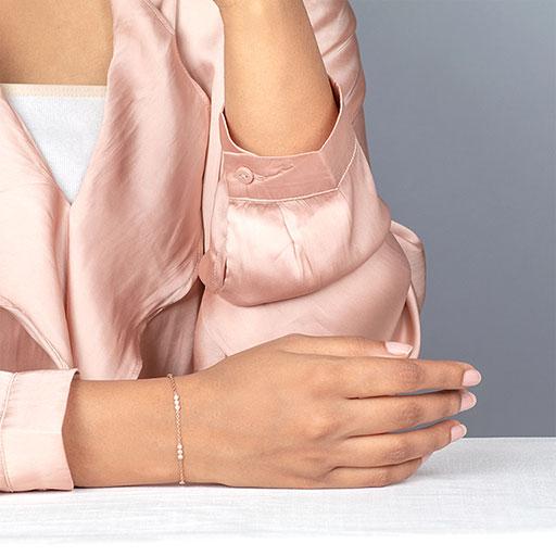 trio-bracelet-model-m