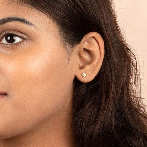bezel-diamond-stud-earrings-model-m